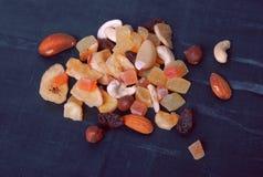 Eine Handvoll Trockenfrüchte Stockbilder