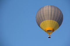 Eine Heißluft Ballonfliege Lizenzfreie Stockfotografie