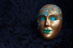 Eine heilige sonderbare Maske lächelt lizenzfreie stockfotos