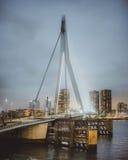 Eine himmelhohe Brücke Stockfoto