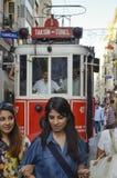 Eine historische Tram auf Ä°stiklal-Allee Lizenzfreies Stockbild