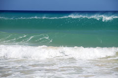 Eine hohe Welle im Meer Stockfoto