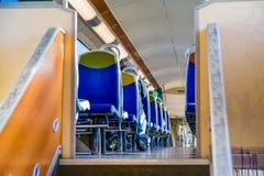 Eine Innenansicht von Pariser öffentlichen Transportmitteln lizenzfreie stockbilder