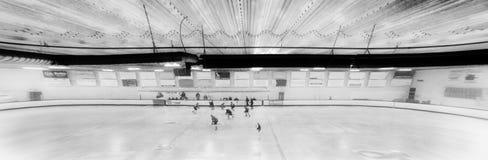 Eine Innenhockeyarena stockfotografie