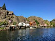 Eine interessante Ansicht des kleinen Fischerdorfes und des lokalen brewe stockfotos