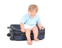 Eine Jahre alte Baby mit Koffer Lizenzfreie Stockfotos
