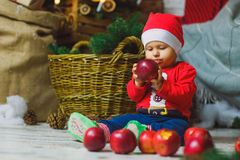 Eine Jahre altes Kind, die nahe Feiertage feiern Stockfoto