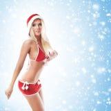 Eine junge blonde Frau in der erotischen Weihnachtswäsche Lizenzfreies Stockbild