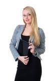 Eine junge blonde Geschäftsfrau in der formalen Kleidung Lizenzfreie Stockfotos