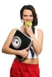Eine junge Brunettefrau mit Skalen und einem Apfel Lizenzfreies Stockbild