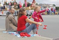 Eine junge Familie am Kanada-Tag Lizenzfreie Stockfotografie