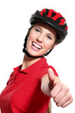 Junge Frau mit einem Fahrradsturzhelm Stockfoto