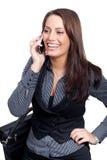 Eine junge Geschäftsfrau in einem Kleid stellt ein Telefon her Lizenzfreies Stockbild