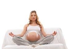 Eine junge schwangere blonde kaukasische Frau Stockbilder