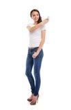 Eine junge und attraktive Jugendliche mit einem Handy Lizenzfreie Stockfotografie