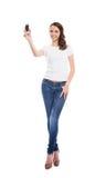 Eine junge und attraktive Jugendliche mit einem Handy Lizenzfreie Stockbilder