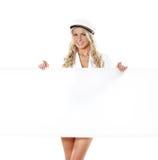 Eine junge und reizvolle blonde Seemannfrau Stockbilder