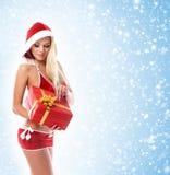 Eine junge und sexy blonde Holding ein Geschenk Lizenzfreies Stockfoto