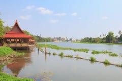 Eine Kabine neben einem Fluss in Thailand Lizenzfreies Stockbild