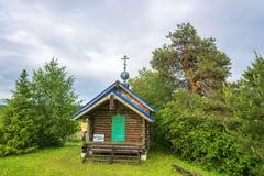 Eine Kapelle mit einer silbernen Haube auf der heiligen Quelle zu Ehren des Th Stockfoto