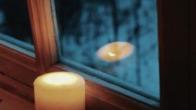 Eine Kerze heraus durchbrennen stock video footage