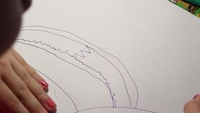 Eine Kind-` s Zeichnung stock video