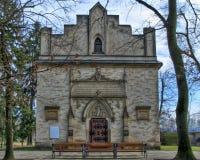 Eine Kirche und sein schönes Portal Lizenzfreies Stockfoto
