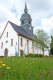 Eine kleine Dorfkirche Stockfotografie
