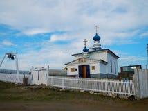 Eine kleine Dorfkirche lizenzfreies stockfoto