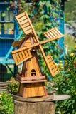 Eine kleine hölzerne Mühle Lizenzfreie Stockbilder