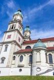 Eine kleine Kirche in der Stadt Lizenzfreie Stockfotos