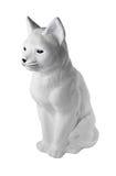 Eine kleine Statue des Betons für die Landschaftsgestaltung Weiße Katze Lizenzfreies Stockfoto