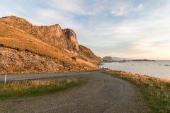 Eine kleine Straße in Lofoten Stockfotografie