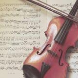 Eine kleine traditionelle Violine Lizenzfreie Stockbilder