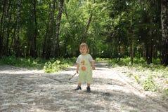 Eine kleiner Jungen- und Pappelwolle Lizenzfreie Stockfotos