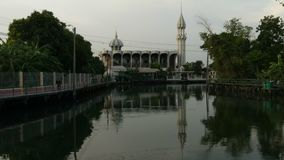 Eine Kup Ro-Moschee in Bangkok, Thailand stock footage