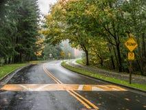 Eine Kurve in der Straße Lizenzfreies Stockbild