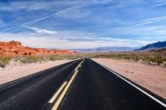 Eine kurvenreiche Straße, Nevada Stockbilder