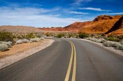 Eine kurvenreiche Straße, Nevada Stockbild