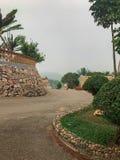 Eine kurvenreiche Straße in Uganda lizenzfreie stockfotos