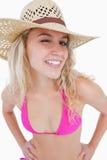 Eine lächelnde junge Frau, die ein Auge blinkt Lizenzfreie Stockbilder