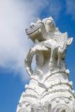 Eine Löwe- und Menschenstatue Stockbild