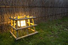 Eine Lampe im Garten Stockfotografie