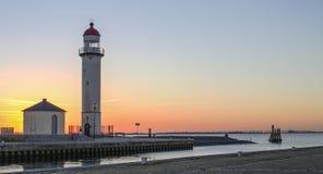 Eine Landschaft eines Leuchtturmes bei Sonnenuntergang Stockbilder