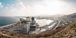 Eine Landschaft geschossen von einem Hafen in Gangwon von einem hohen Boden lizenzfreie stockfotos