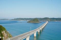 Eine lange und schöne Brücke in Shimonoseki, Präfektur Yamaguchi, Japan Stockbild