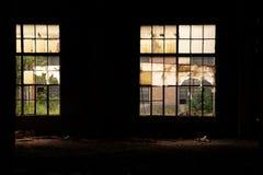 Eine leere alte Fabrik Lizenzfreies Stockbild