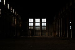 Eine leere alte Fabrik Lizenzfreie Stockbilder