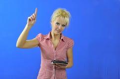 Eine Lehrerin mit eBook Leser lizenzfreie stockfotografie