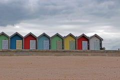 Eine Linie von Strandhütten Lizenzfreie Stockfotos